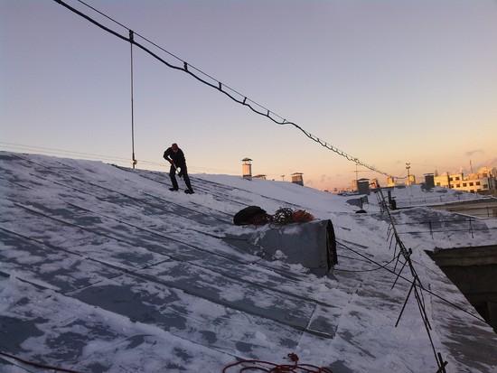 Уборка крыш от снега в москве